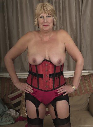 Free Mature Corset Porn Pictures