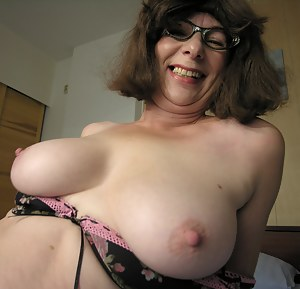 Free Mature Glasses Porn Pictures