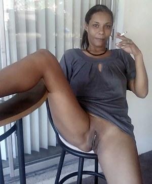 Naked girls whit tongs