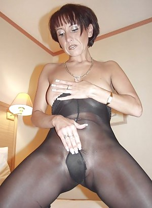 Free Mature Pantyhose Porn Pictures