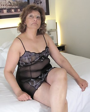 Free Mature Lingerie Porn Pictures