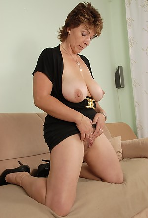 Improbable! Mature saggy tits on
