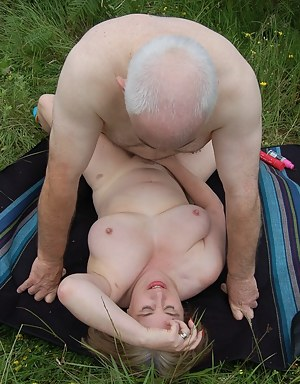 Free Mature Missionary Sex Porn Pictures