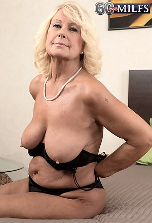 Mature natural titts