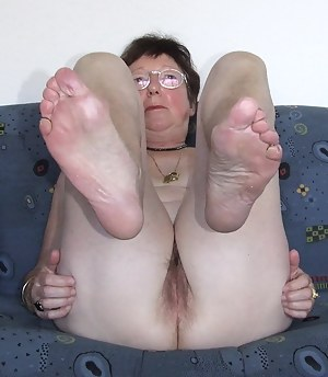 Mature granny foot fetish