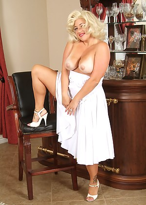 Free Pinup Mature Porn Pictures