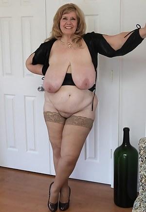 Breast nackt bilder mature Naked Mature