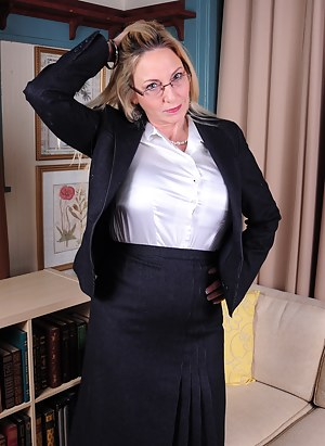 Free Mature Teacher Porn Pictures