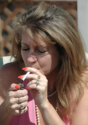 Free Mature Smoking Porn Pictures