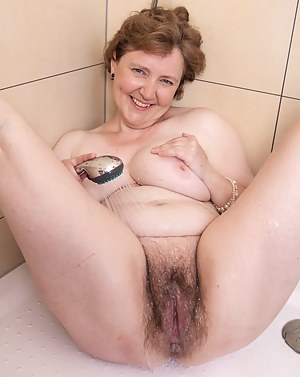 Free Mature Wet Pussy Porn Pictures