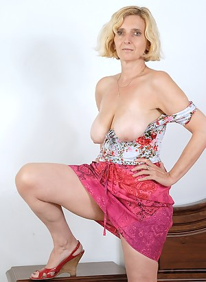 Free Mature Blonde Porn Pictures