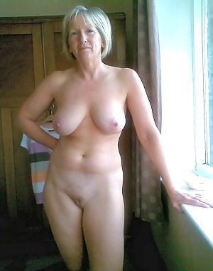 Amatuer nude office photos