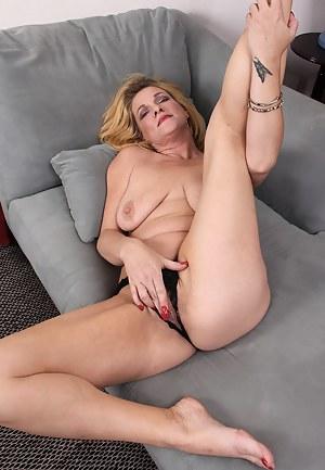 Free Mature Masturbation Porn Pictures
