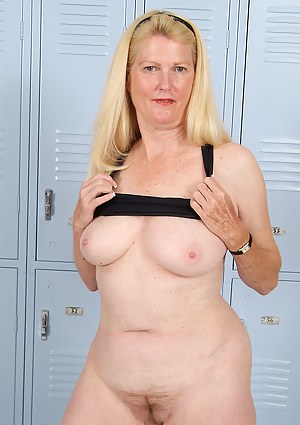 Free Mature Locker Room Porn Pictures