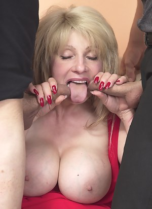Free Mature Blowbang Porn Pictures