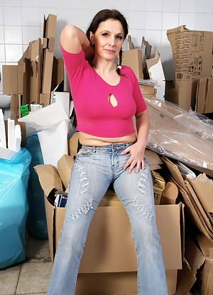 Free Mature T-Shirt Porn Pictures
