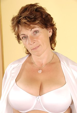 Mature bra gallerys