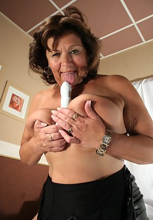 Free Mature Tongue Porn Pictures